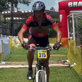 Rodrigo Santos da Silva durante prova de Mountain Bike